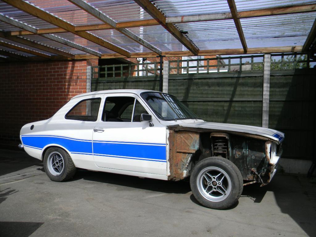 Mk1 RS2000 replica. Needs light restoration.