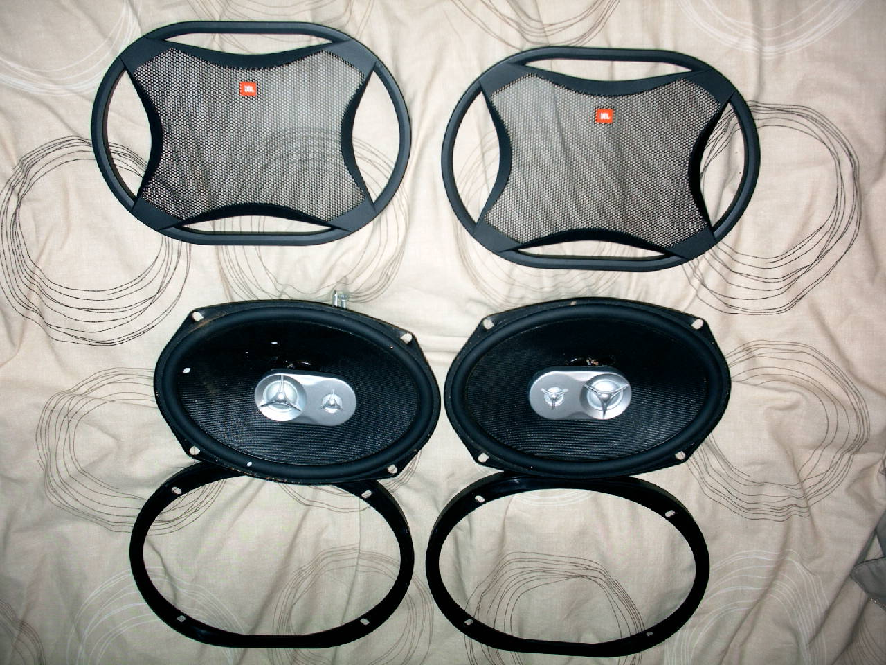 2 Amps Subs And A Pair Of 6x9s